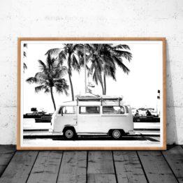 photographie mini van au bord de la côte