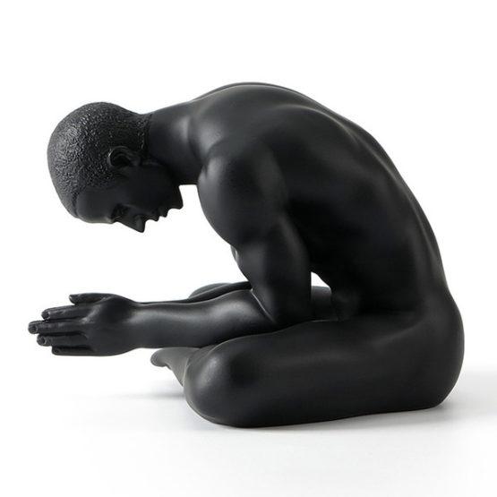 homme lotus prière