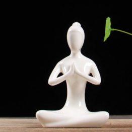 sculpture yoga en céramique